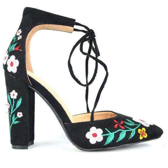 4e9a660799a Women s Black Floral D orsay Chunky Heel Pump